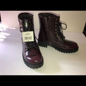 Womens Burgundy zip up boots. Size 8. NEW